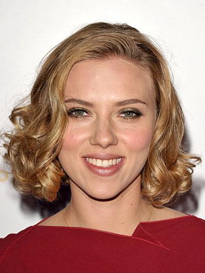 http://wac.450f.edgecastcdn.net/80450F/1063thebuzz.com/files/2011/09/Scarlett-Johansson-John-Shearer1.jpg?w=400&h=300&zc=1&s=0&a=t&q=89